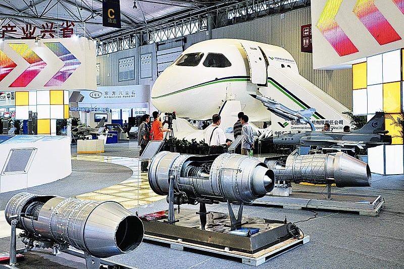 """在研发设计环节,中航工业成都飞机设计研究所正在""""引领我国航空与"""